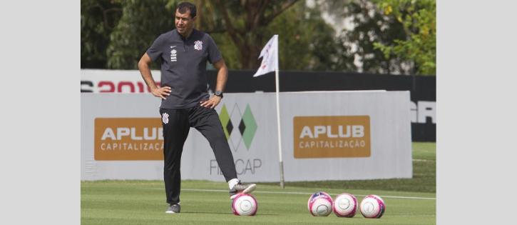Carille fala sobre contratações no Corinthians, mas lembra situação financeira do clube