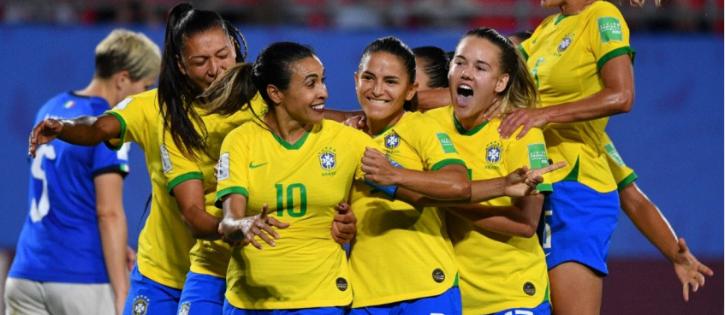 Marta dedica gol histórico e a classificação do Brasil às mulheres