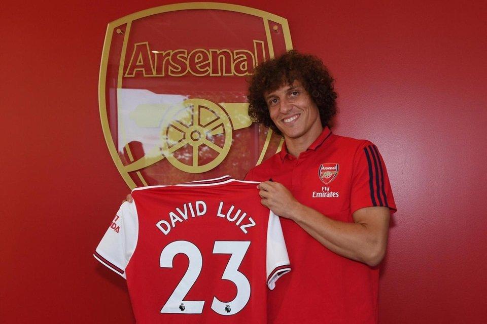 David Luiz foge do banco de reservas e fecha com o Arsenal