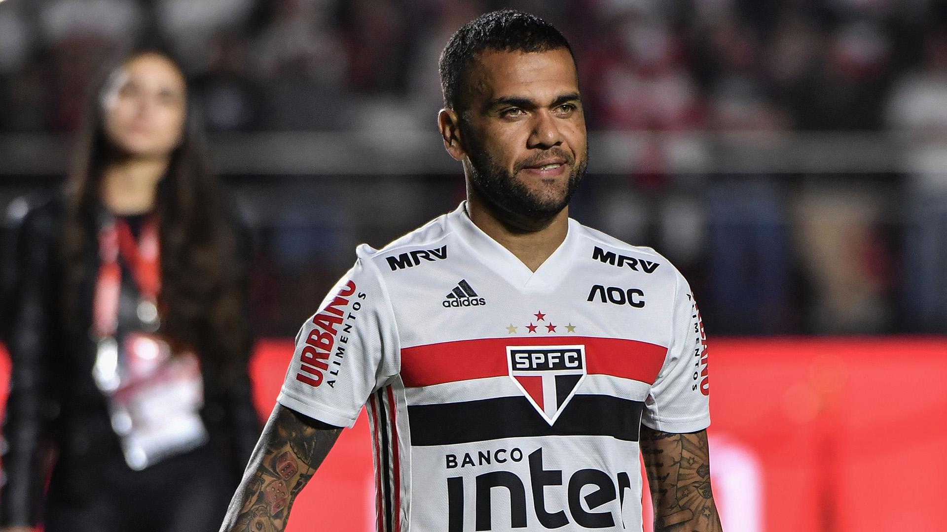 Dani Alves empolga banco Inter para renovação de contrato