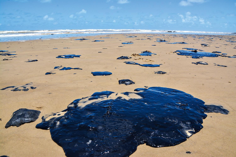 Bahia realiza campanha sobre manchas de óleo