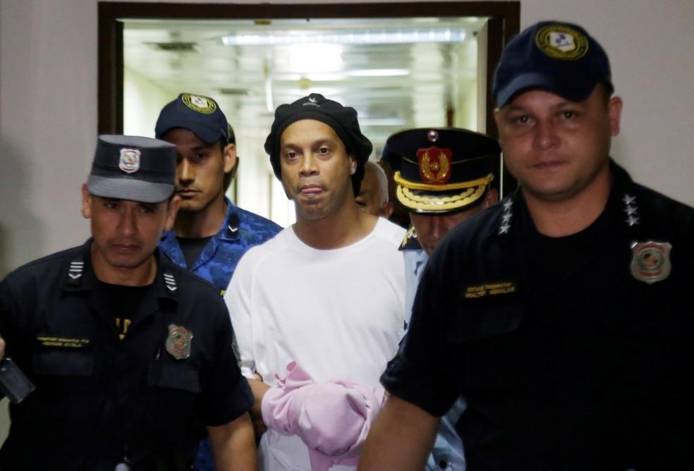Ronaldinho dá primeira entrevista após prisão: confira