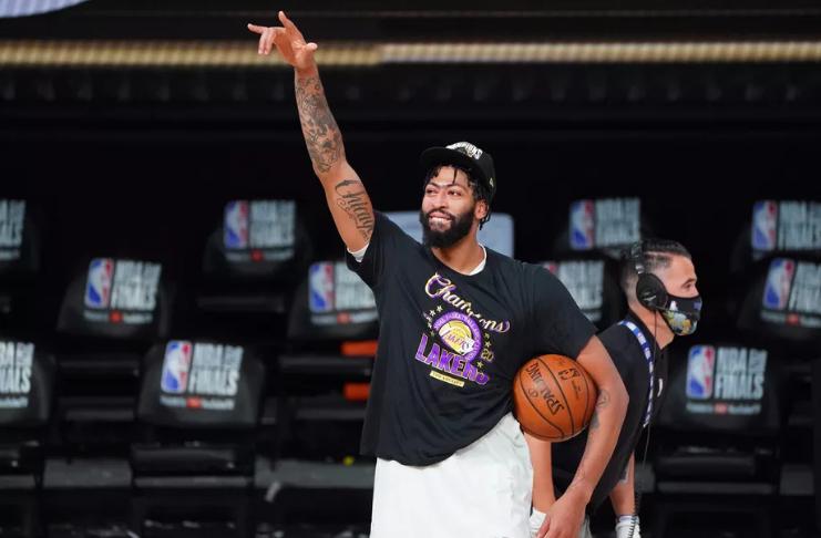 Anthony Davis planeja encerrar seu contrato e assinar novamente com o Lakers