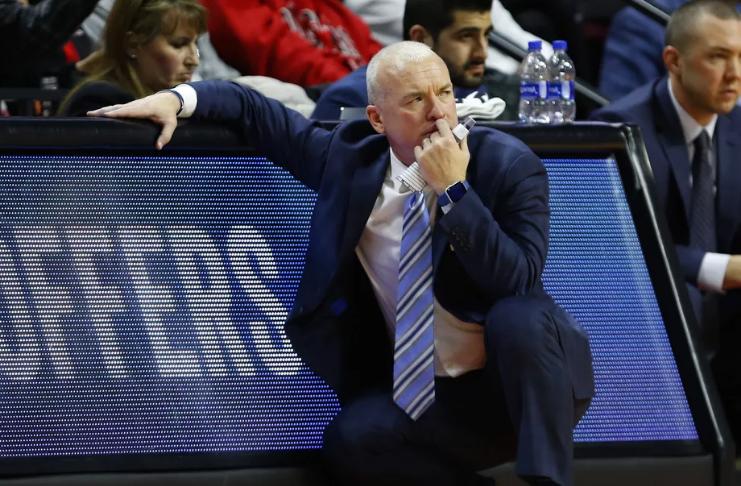Pat Chambers renuncia ao cargo de técnico de basquete da Penn State